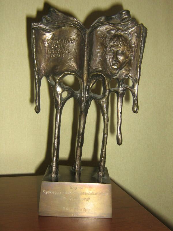 Statuetka - Nagroda Śląskiego Środowiska Bibliotekarskiego im. Józefa Lompy rok 2004